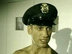 prisoner is screwed by excited cop