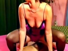 concupiscent older slut gets wet pussy fucked